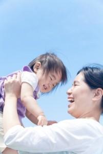 子育てする女性イメージ